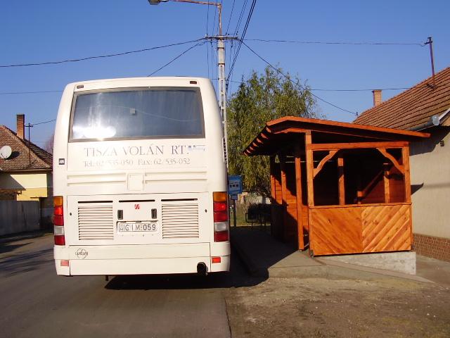 Elkészült az új buszváró!