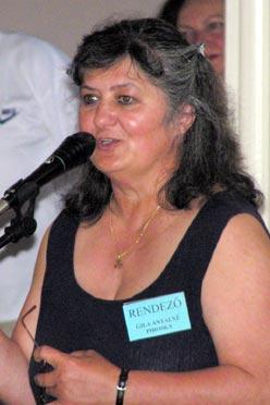 """Gila Antalné Piroska a Településrendezés Munkacsoport tevékenységéről beszélt.  Majd a közösségfejlesztői munkáról szólt néhány szóban:  """"A közösségfejlesztés a mi közös gyermekünk…  elsősorban szeretnünk kell őt."""" (Fotó: Képessy Bence)"""